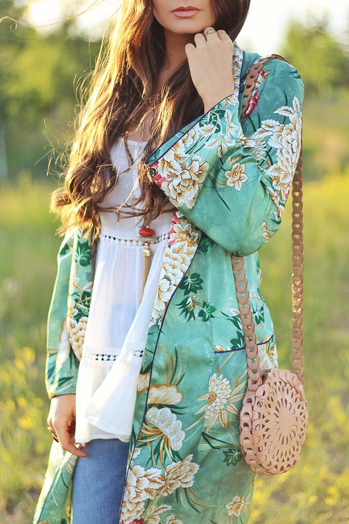 Summer 2017 Trend Guide   Kimono Love   Bold, Botanical Prints // JustineCelina.com