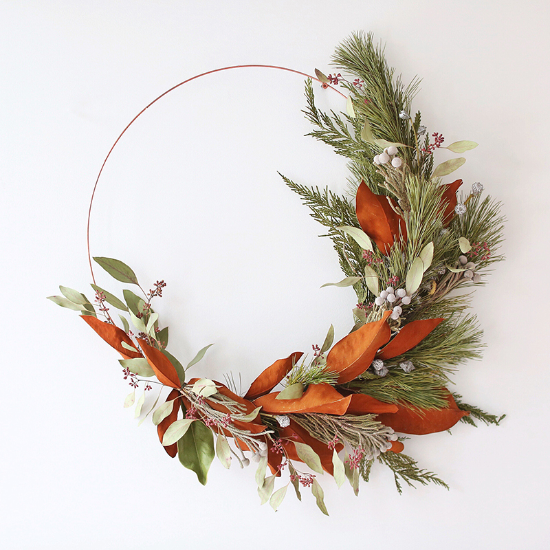 DIY | Asymmetrical Holiday Wreath | How to Make an Asymmetrical Holiday Wreaths for Christmas with Pine, Cedar, Brunia, Eucalyptus pods, Red Ironbark Eucalyptus and Magnolia | Christmas Wreath DIY | Modern Christmas Wreath DIY // JustineCelina.com