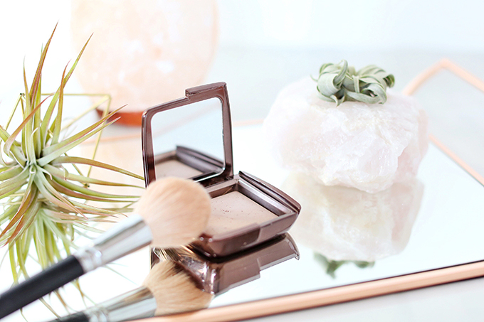 Hourglass Ambient Lighting Powder in Dim Light Photos, Review, Swatches   December 2017 Favourites // JustineCelina.com