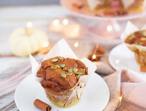 #GlutenFree #Pumpkin #Turmeric #Muffins | Healthy, Plant Based Pumpkin Muffins | Superfood Muffins | Healthy Turmeric Recipes | Vegetarian Muffins Recipes | The Best Gluten Free Muffins Recipe // JustineCelina.com