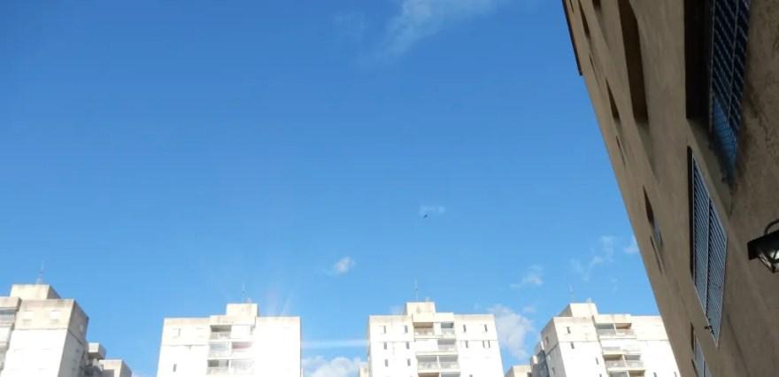 Quinhentos mil cadáveres em céu azul- 1