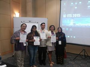 With Terry from UP-Diliman (leftmost ) and Ederlyn from MUST (2nd from the right) after the presentation.