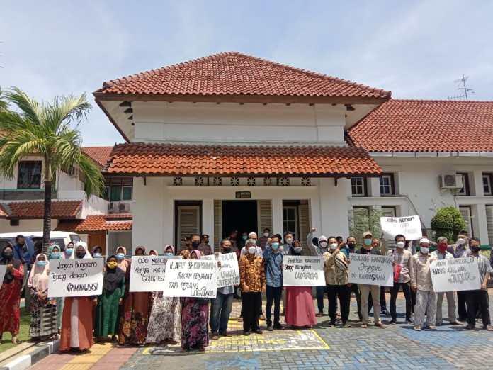 Puluhan Warga Terdampak PT Pajitex Datangi PN Pekalongan, dalam Agenda Sidang Pertama Permohonan Praperadilan.