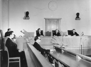 In vielen Amtsstuben der Jusitz in Sachsen wehr der alte Geist von DDR und SED Herrschaft .
