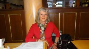 Öffentlich verspicht Seehofer immer sich zu kümmern - aber das bleiben leere Versprechen - sagt Frau Adrian.