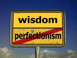 Wisdom vs perfectionism sign image, courtesy Pixabay