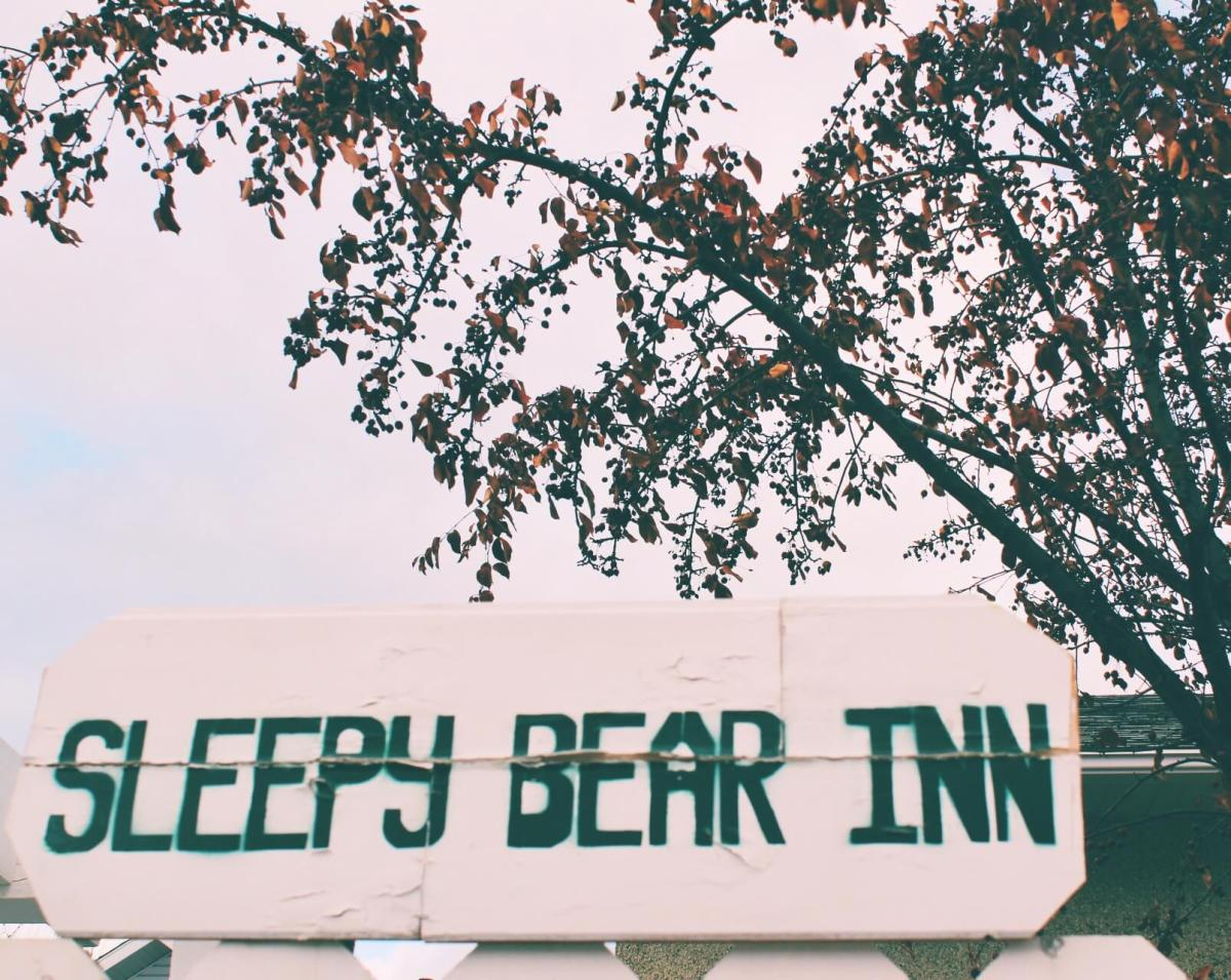 Where to Stay in Jasper: Snoozing at The Sleepy Bear Inn
