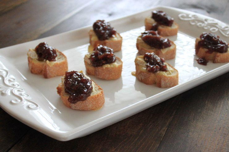 crostini with camembert & fig sauce