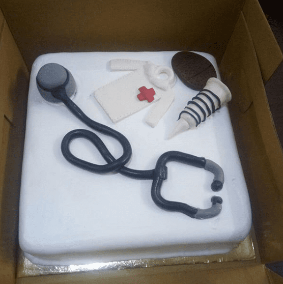 Dr. Kit With Sugar Paste Cake 1kg