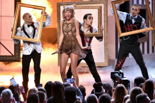 Taylor Swift Dick Clark Award