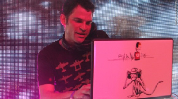 DJ Earworm performing