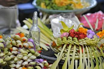 Offerte in preparazione al Gianyar Night Market - Bali