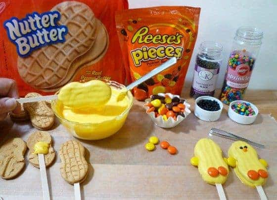 These simple baby chick easter cookies are precious and yummy.