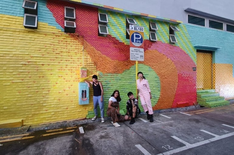 post-it-Artist-Trio-and-assistant-against-the-full-mural-wall