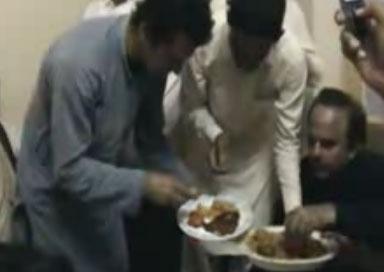 Imran khan having lunch very simply in Sindh