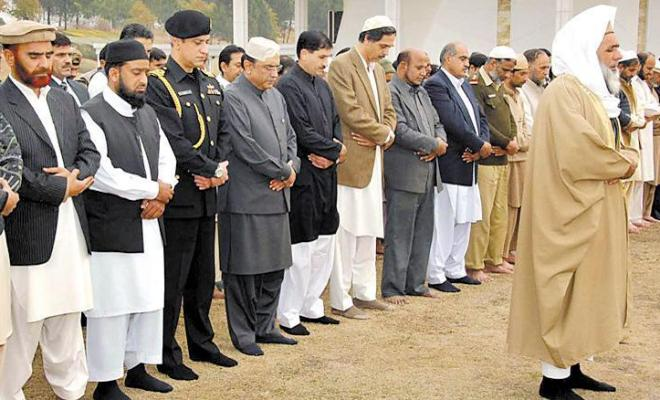 President Zardari Praying Namaz