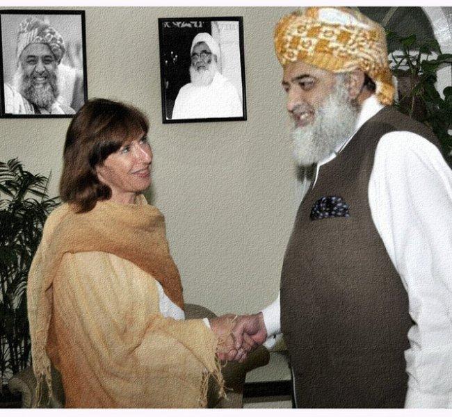 Molana Fazlur Rehman Shakes Hand with Woman