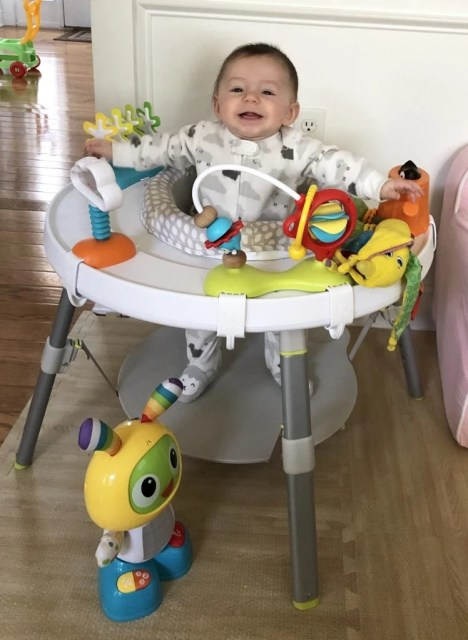 Your baby needs help to develop his hands and brain from newborn through 3 months to 4 months to 5 months to 6 months old. Use these common baby toys to help your infant learn to grasp, reach, and even sit up. Look for colorful, easy to grasp, multi-sensory toys.