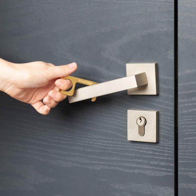 no-touch-door-opener-key-chain-tool