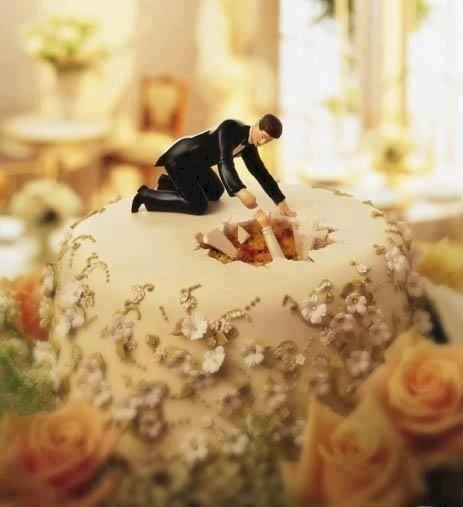 wedding cake toppers  raquo  16 Hilariously Creative Wedding Cake Toppers   6 Is The Story Of     2  Digging for love