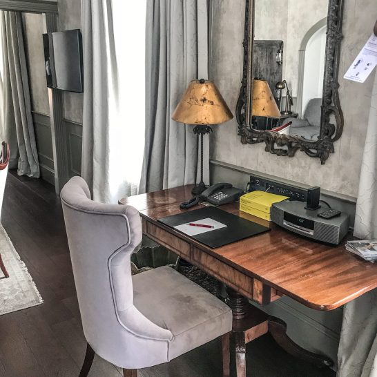 Auberge Saint-Antoine - Quebec City - Suite Desk