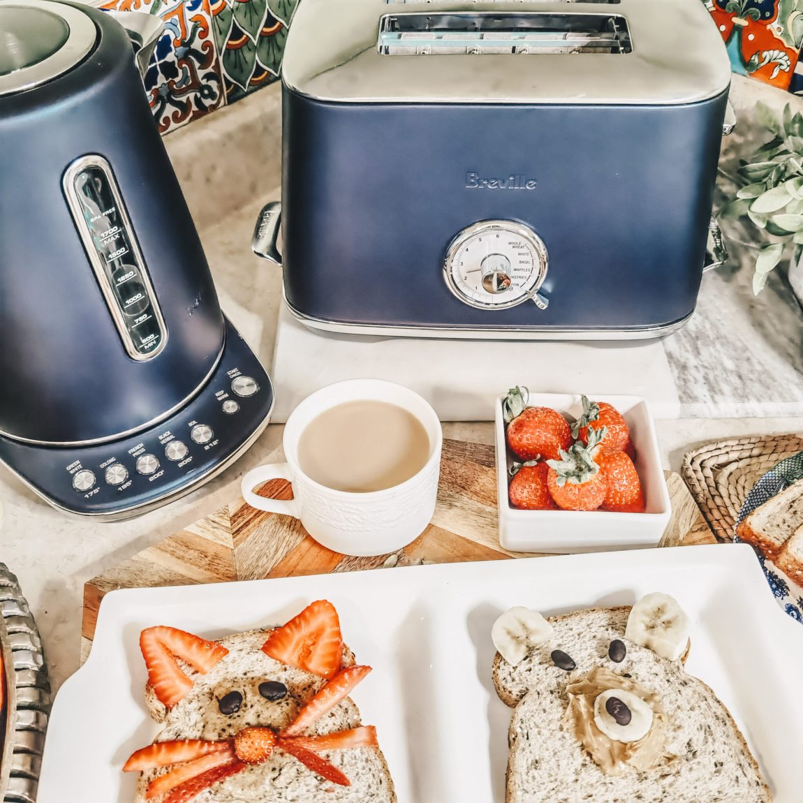 Breville Canada - Damson Blue Luxe Collection - Toast Select Luxe - Smart Kettle Luxe