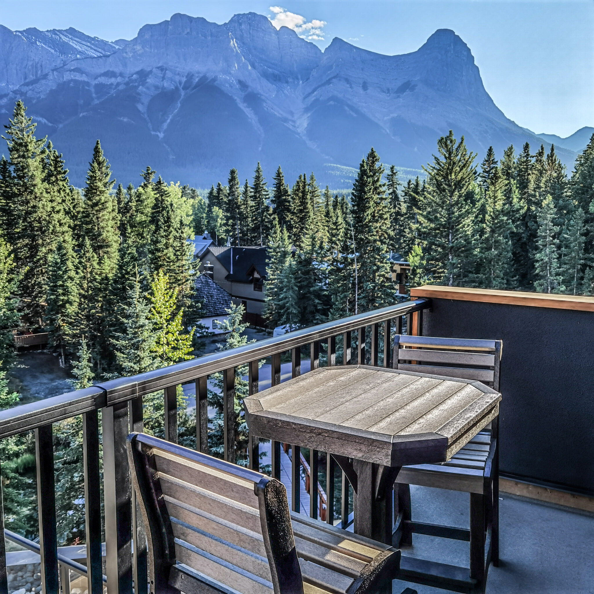Hotel Malcolm Canmore Alberta - Canadian Rockies - Room Balcony