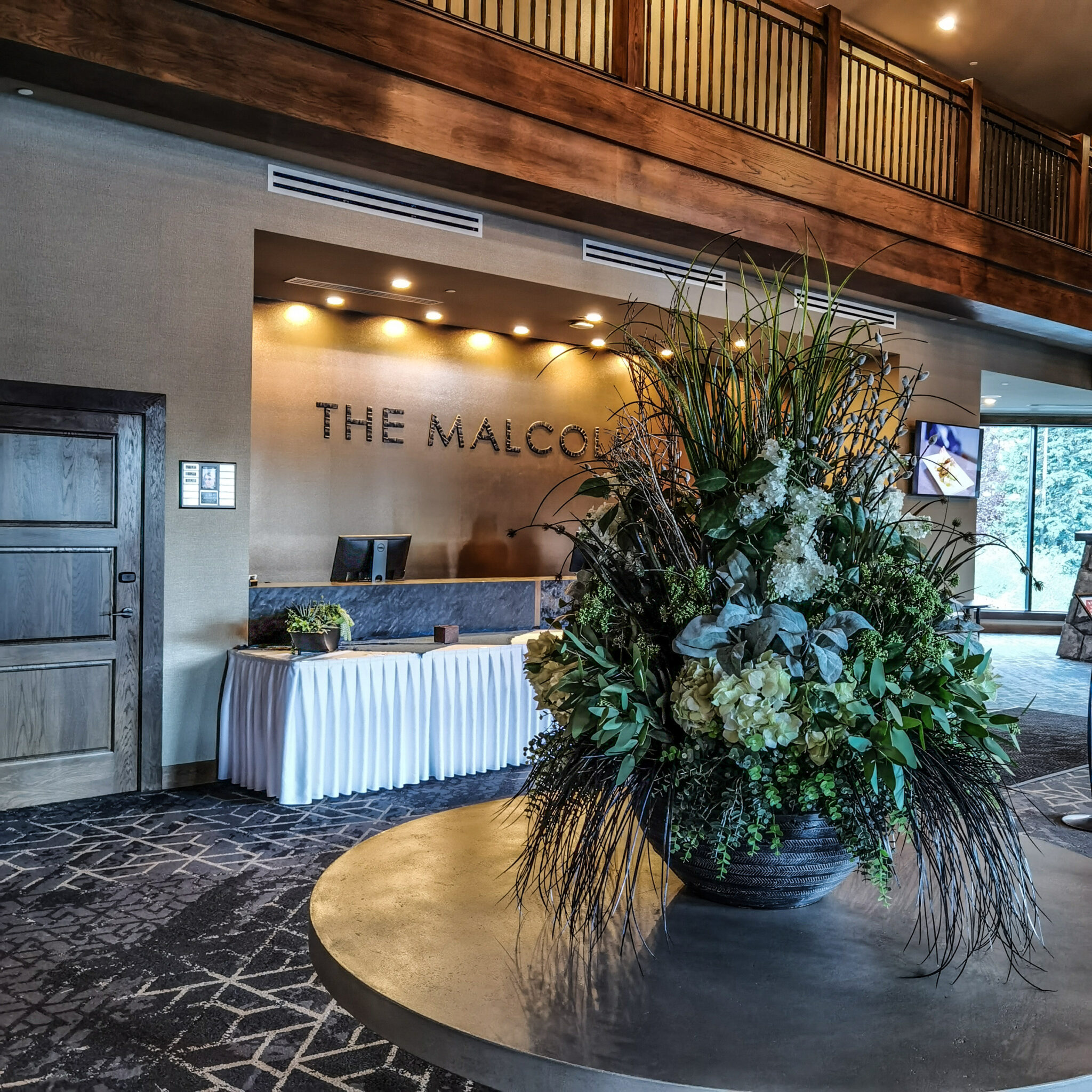 Hotel Malcolm Canmore Alberta - Canadian Rockies - Front Desk