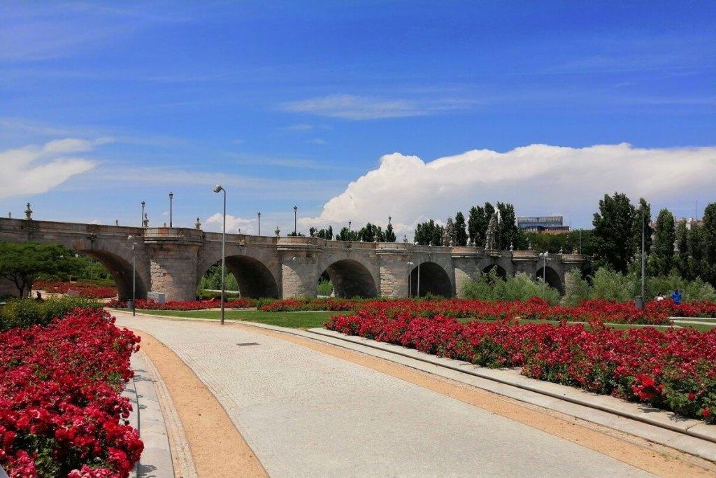 Puente de Toledo from inside Madrid Río park