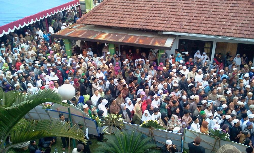 Momen Terakhir Menjelang Abah Dimakamkan (pic+vid) (4/6)