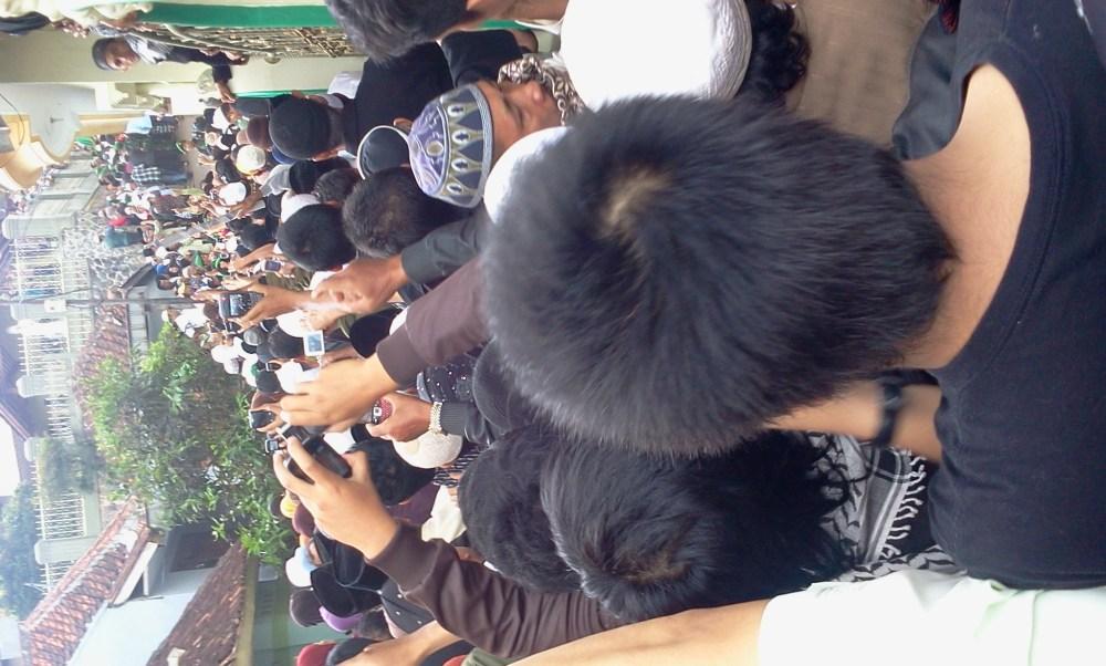 Momen Terakhir Menjelang Abah Dimakamkan (pic+vid) (6/6)