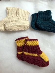 baby booties, knitted baby booties, knit, knitting, diy