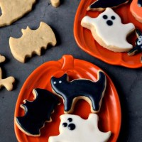 These gluten free and vegan Halloween cut out cookies taste amazing and are super easy to make! They are the perfect treat to make for Halloween! #glutenfree #dairyfree #vegan #cutoutcookies #halloween #recipes