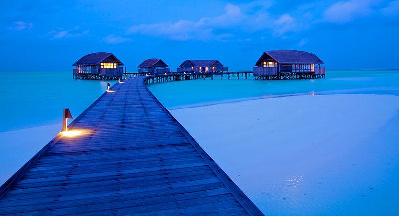800px-Cocoa_Island_(Maldives)-32