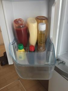 100均ケースに調味料を立てて冷蔵庫に収納