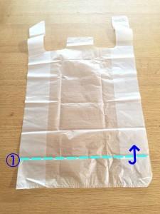 スーパーの袋をコンパクトにたたむ方法①