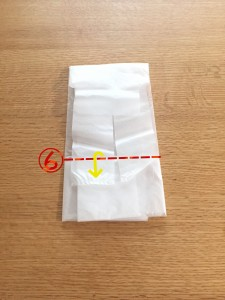 スーパーの袋をコンパクトにたたむ方法⑥