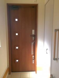 玄関の扉 内側からの写真