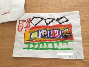 5歳の娘 絵の具で書いた電車と動物たち