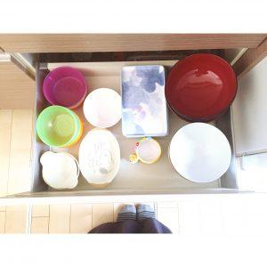 子供のお皿 プラスティックのお皿 収納 整理整頓 収納の工夫