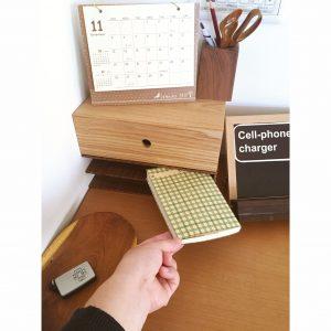 無印ブックスタンド リメイク DIY 机の上をキレイに保つ 棚の上をキレイに保つ 鍵置き場 無印良品 リメイクシート 手作りの携帯充電器置き場