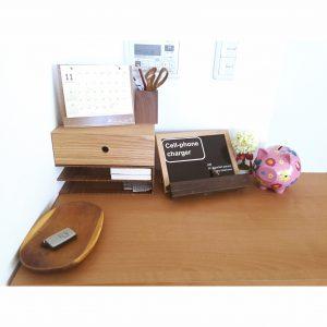 机の上のごちゃっとを解決 棚の上ごちゃっとする 無印のブックスタンド プチリメイク DIY diy リメイクシート 鍵置き場 携帯の充電器置き場
