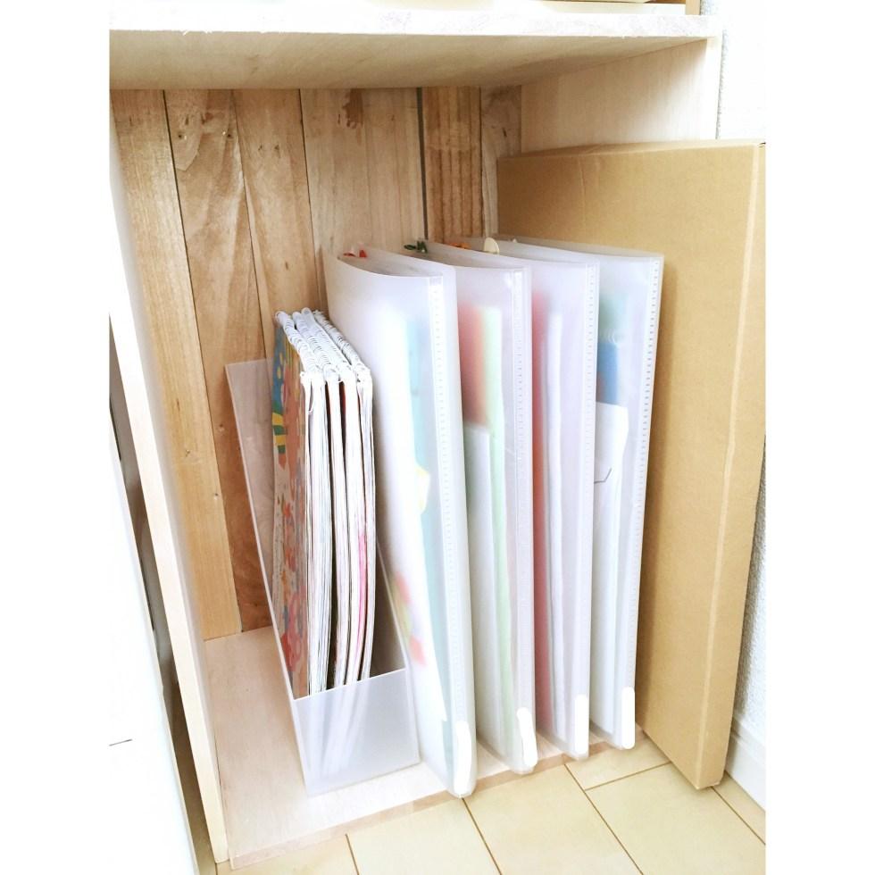 幼稚園作品 保管 収納方法 収納 持ち帰った作品 幼稚園 ダイソー DAISO  A3ファイル 透明ファイル 整理整頓 写真で保管
