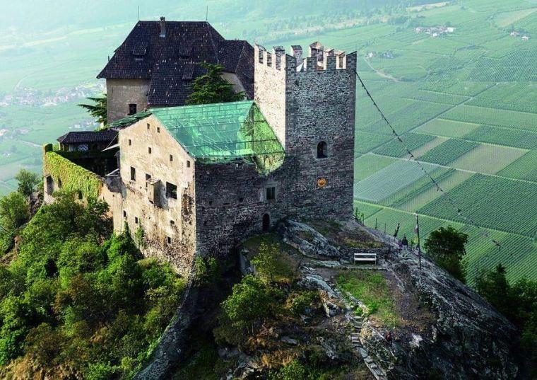 Schloss auf einem Berg
