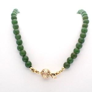 ketting van jade met gouden slot