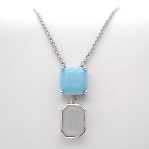 zilveren ketting met blauw witte hanger