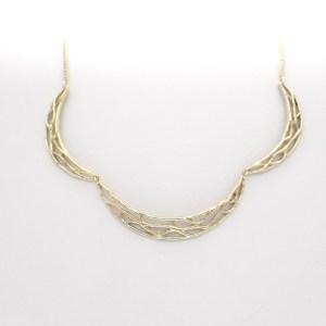 gouden kunstzinnige hanger met ketting