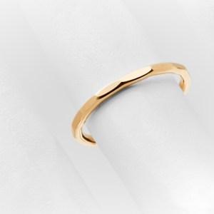 Delicate zeichnet sich aus durch seinen minimalen, zarten Stil und modischen Ansatz. Modernes Design, höchste Materialgüte und von Goldschmieden mit liebe per Hand gefertigt.