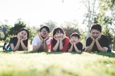 family-outdoor-happy-happiness-160994 (1)