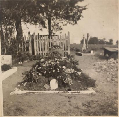 1917 split picket fence